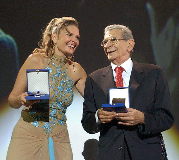 Yousra and Egyptian director Youssef Shahine at the opening of the Carthage film festival 01 October 2004 in Tunis 2